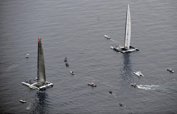 Alinghi5 vs. USA 17 - Am Start rumstehen vom Feinsten ... - Photocopyright: AmericasCup. com