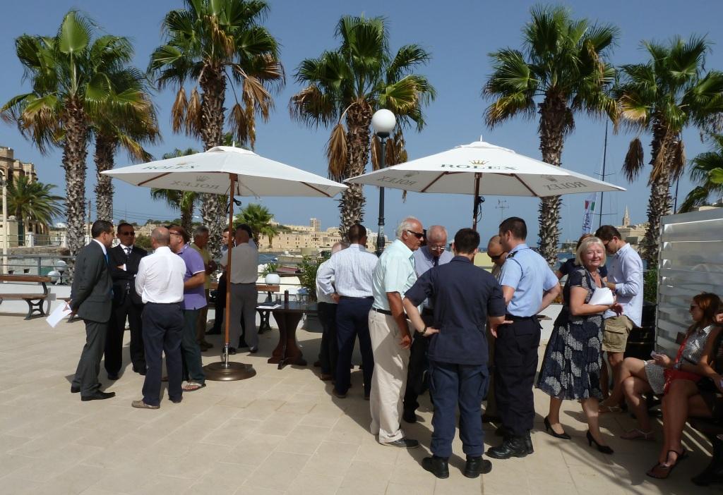 Pressekonferenz mediterran: Schönes Wetter sei auch ein Grund, warum das RMSR so beliebt ist, meinte Reporterkollege Louay Habib