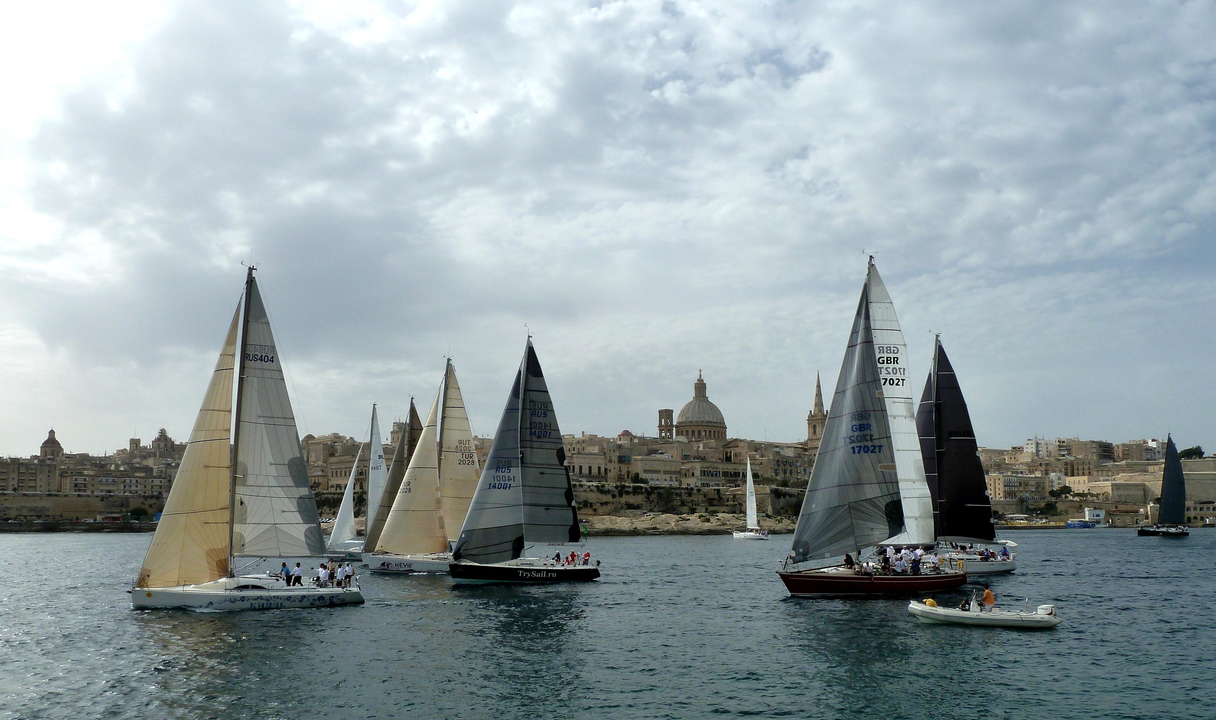 Malerische Kulisse: Maltas Hauptstadt Valetta als Hintergrund für den Start der Gruppe 2