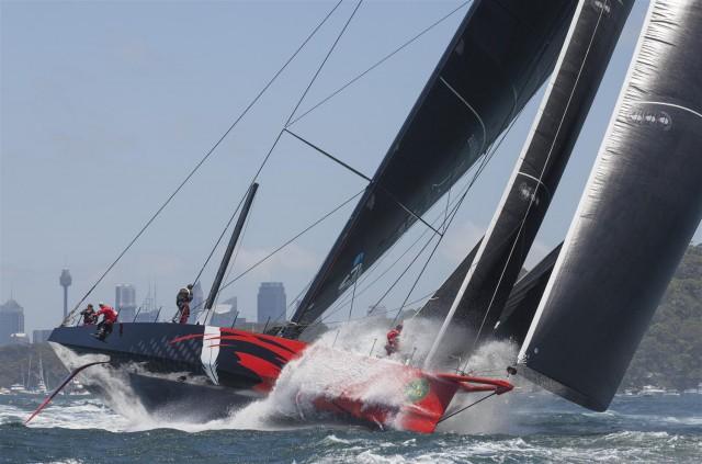 Rolex Sydney Hobart Yacht Race 2014 - Start - Comanche heizt aus dem Hafen - Photo © Rolex / Daniel Forster
