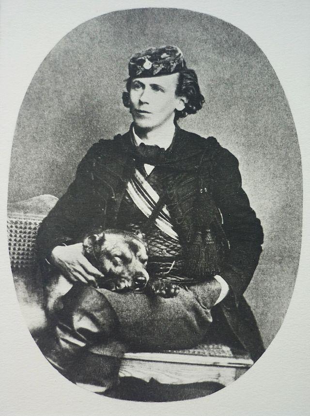 Fotografie von Ernst Burow als Königsberger Korporiertem - Photograph: Unbekannt - Familienarchiv Lutteroth- See page for author [Public domain], via Wikimedia Commons