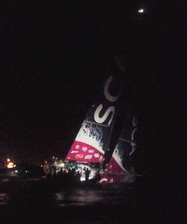 Nachtstimmung an der Ziellinie: Team SCA gewinnt die vorletzte Etappe des Volvo Ocean Races