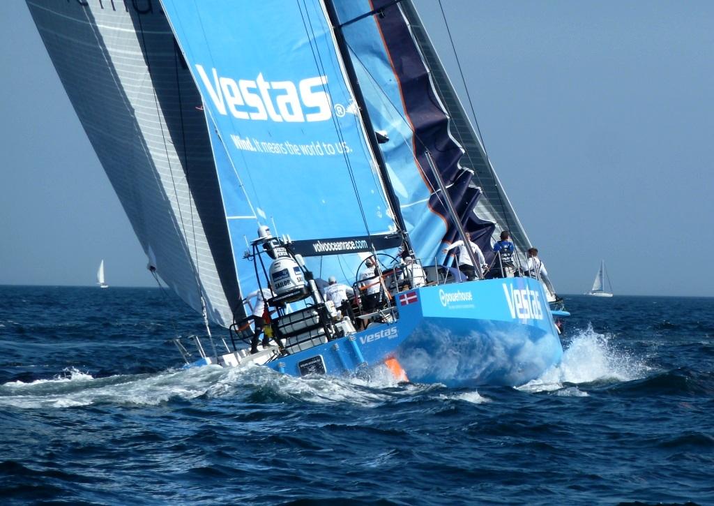 Als Dritte gestartet, aber an der Französischen Küste verloren: Team Vestas Wind fehlt die Übung