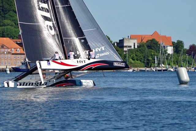 GC32 Kiel - Alinghi halbwind zum 1. Gate - Photo Copyright SailingAnarchy.de