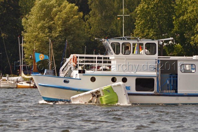 Kollision MS LICHTERFELDE ./. Tretboot - Berlin Wannsee, 23.08.2015 -Photo © SailingAnarchy.de 2015