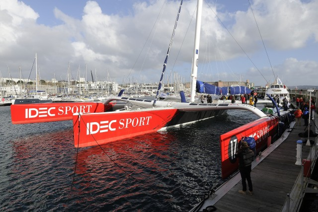 Maxi Trimaran IDEC SPORT, Skipper Francis Joyon, stand-by ambiance, prior to their Jules Verne record attempt, crew circumnavigation, in Brest on november 21, 2015 - Photo Francois Van Malleghem / DPPI / IDEC Sport