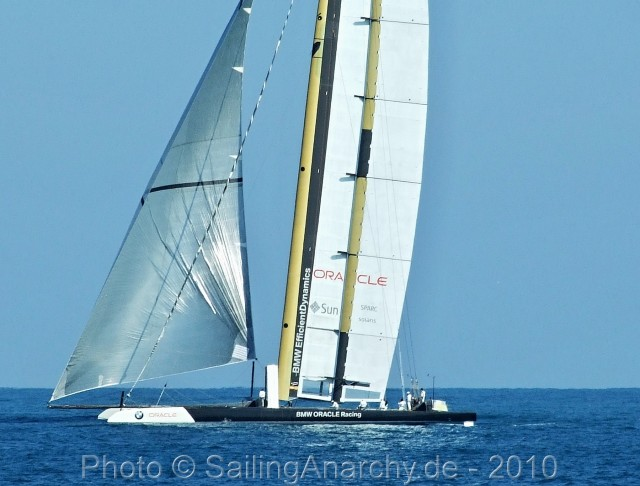 ORACLE - USA 17 - AC 33 - Valencia - 2010 - Photo © SailingAnarchy.de