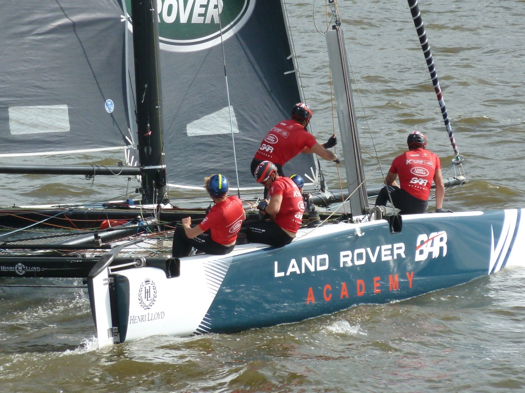"""Gut gesegelt, Kleiner: Das Youngster-Team """"Land Rover BAR Academy"""" auf Platz 3 in Rennen 7"""