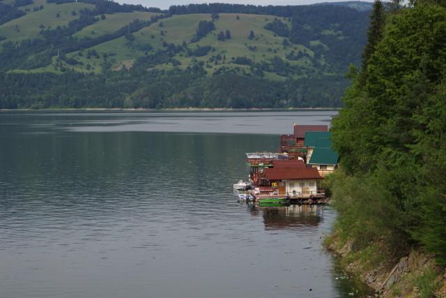 Stausee in Rumänien - Uferbebauung