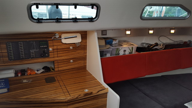 AXion 33.5 - Unter Deck - Navigation und Saloon - Photo © Eigner