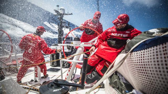 Die Crew auf Mapfre zeigt Einsatz, im Moment aber nur um den dritten Platz (Foto © Ugo Fonolla/Volvo Ocean Race)